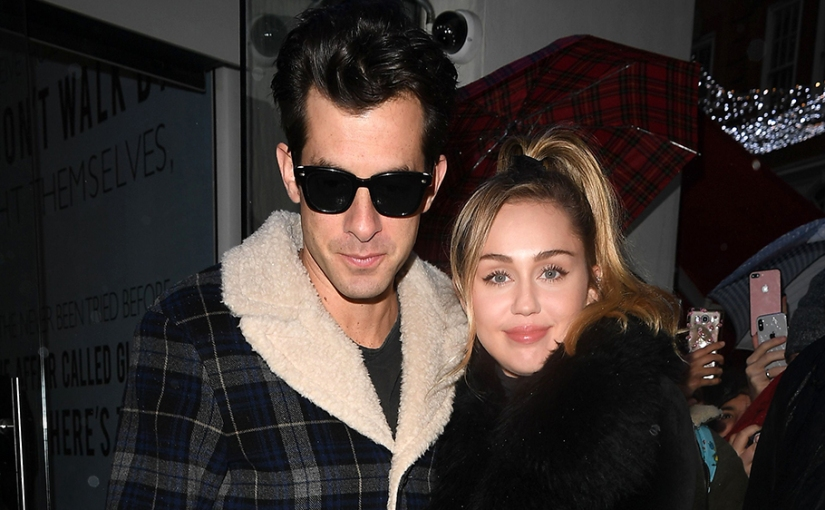 Watch Mark Ronson Featuring Miley Cyrus' Cover Of 'no tears left tocry'